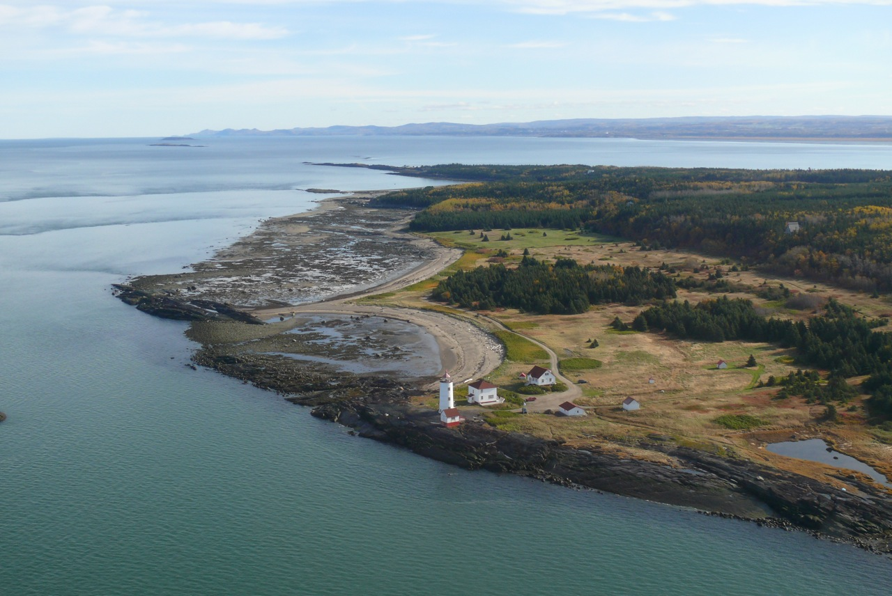 Phare de l'Île Verte (vue des aires 2) (Photo : © Jean Cloutier)